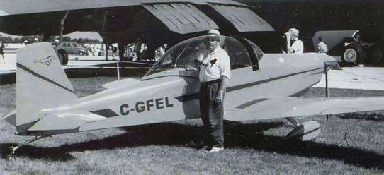 Russ with his award-winning Bushby Mustang II, CF-FEL, at the Hamilton International Air Show in June 2001. G. McNULTY